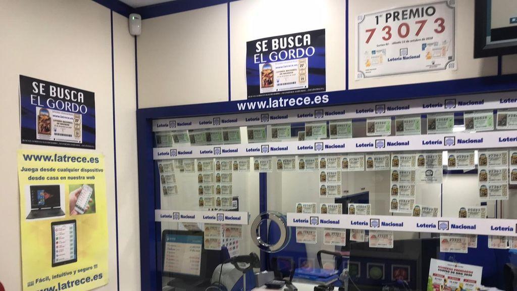 Un lotero de Almería esconde diez décimos del sorteo de El Gordo por el barrio para animar las compras
