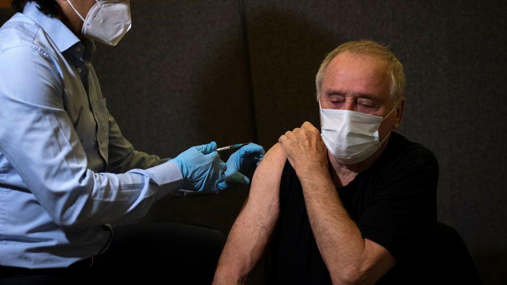 La mutación del virus detectada en el sur de Inglaterra pone en jaque el programa británico de vacunación