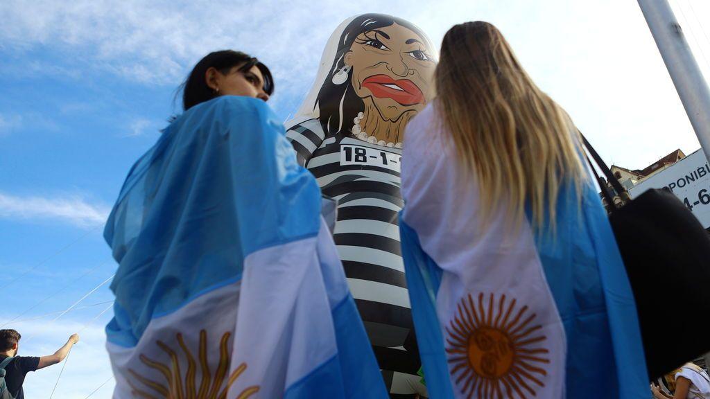 """La presidenta de Argentina acusada de """"dar un golpe a la Constitución"""" por la oposición"""