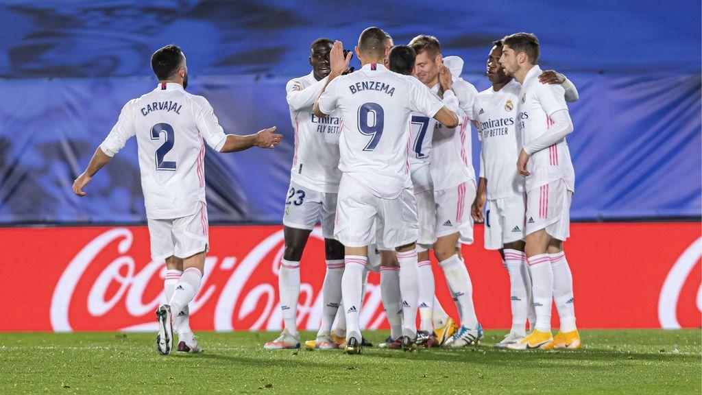 Al Real Madrid le cuesta ganar al Athletic Club en un partido marcado por la polémica (3-1)
