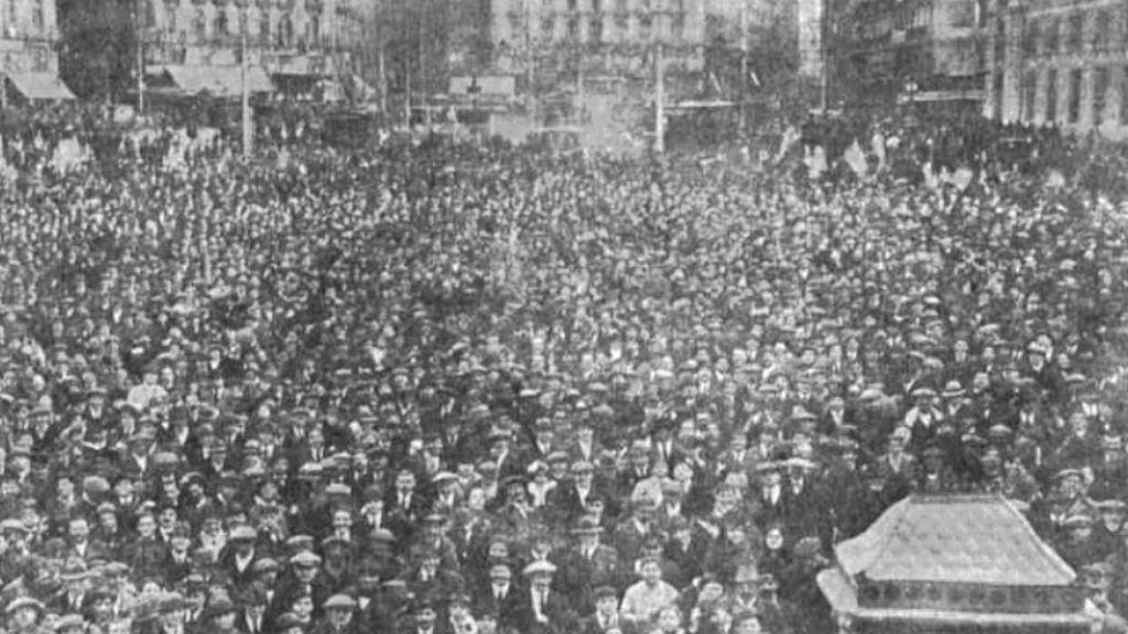 Lo que nos enseñan las aglomeraciones por la lotería de Navidad durante la 'gripe española' de 1918