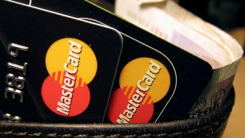 El Gobierno italiano impulsa la fiebre consumista… pero sólo con tarjeta de crédito