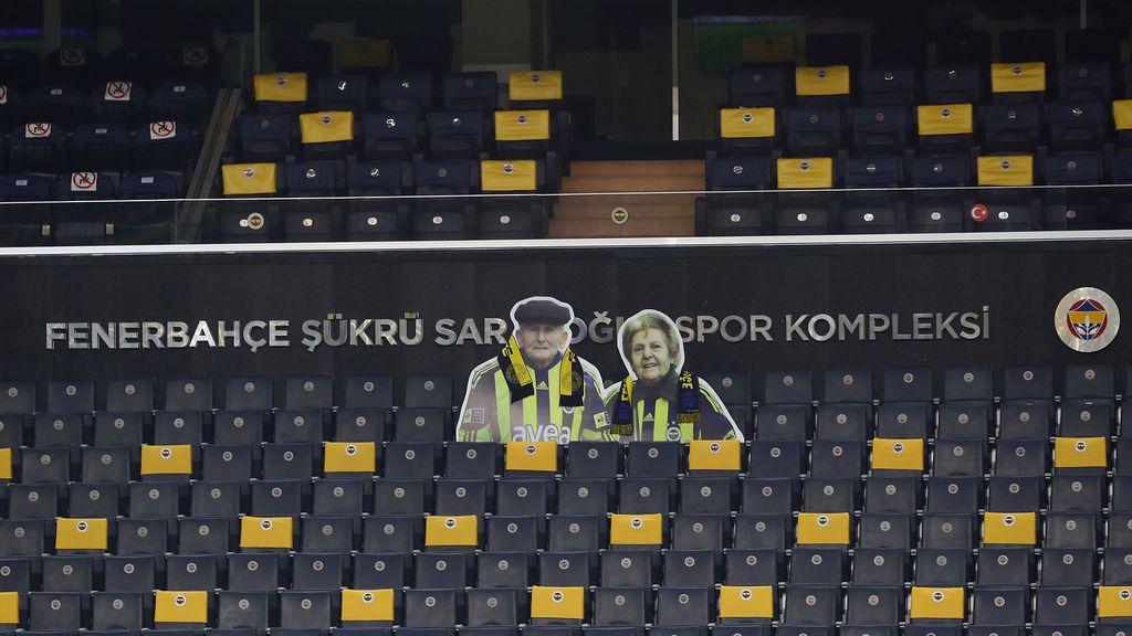 Homenaje a la fidelidad: el Fenerbahçe rinde tributo al matrimonio 'sénior' que ya se fue