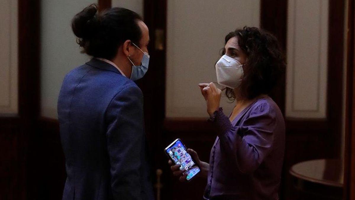 """""""No seas cabezón"""": Tensa conversación entre Iglesias y Montero en los pasillos del Congreso"""