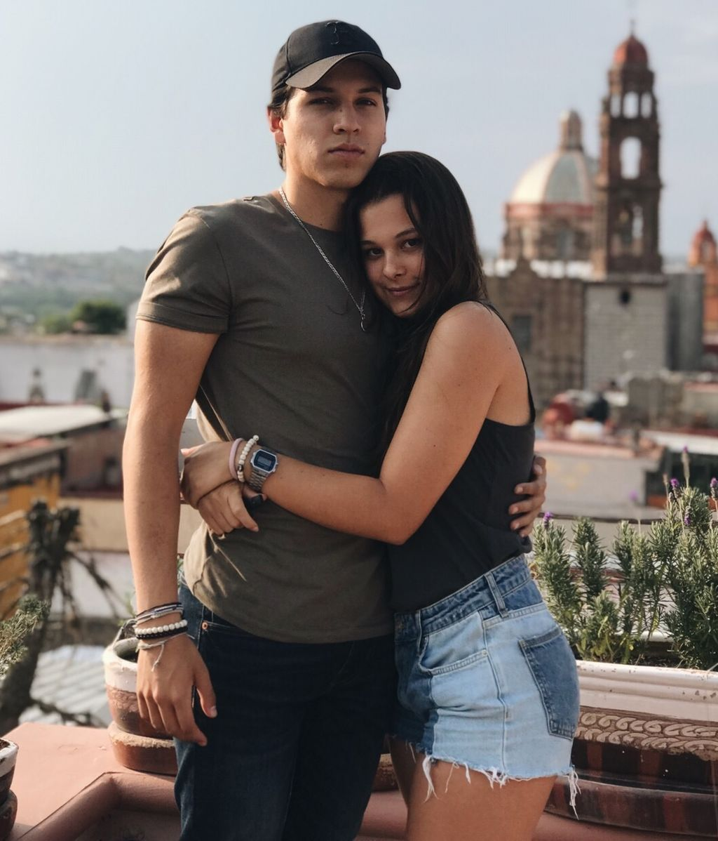 Manuela Sanz junto a su novio