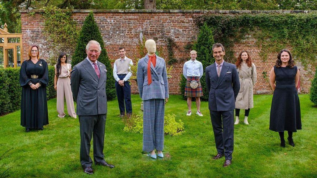 Carlos de Inglaterra se convierte en diseñador con una colección de ropa sostenible