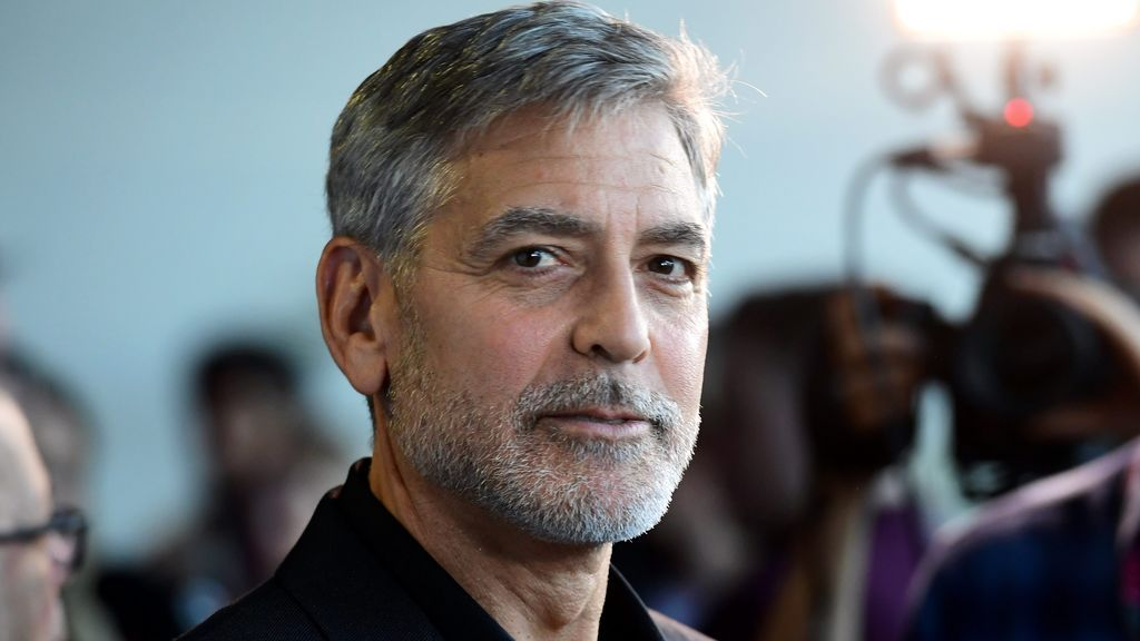 George Clooney: el galán que tuvo la cara paralizada de adolescente y ahora cuida de sus gemelos mientras su mujer salva el mundo