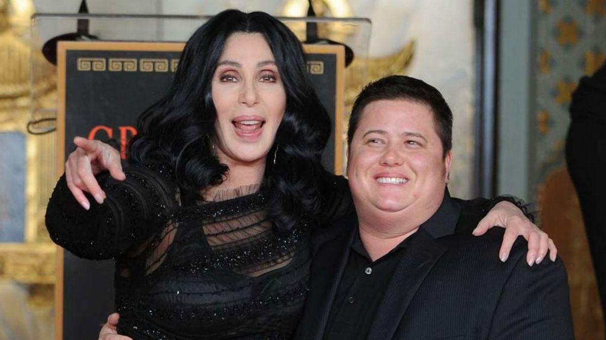 """Cher admite que """"no fue fácil"""" asimilar la transición de mujer a hombre de su hijo en 2009"""
