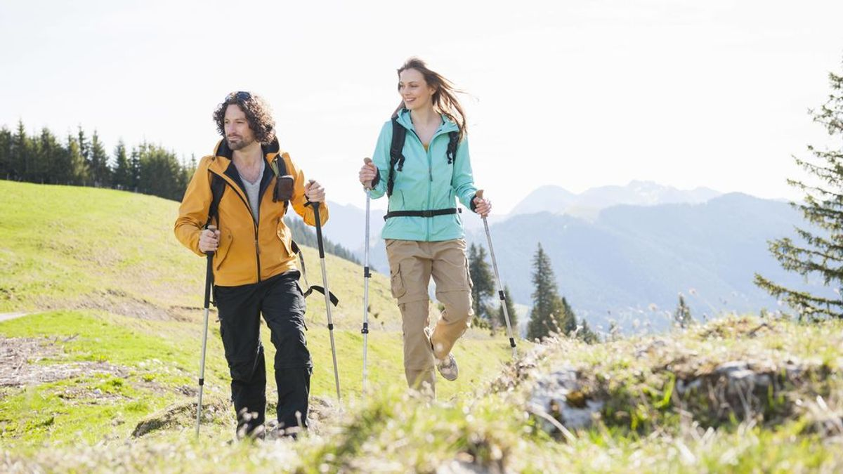 Qué es la marcha nórdica y qué beneficios tiene para tu salud