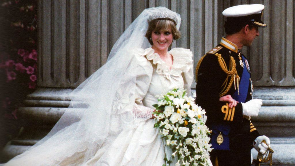 El vestido de novia de Lady Di: todo lo que no sabías sobre el look nupcial que eligió Diana de Gales para su boda