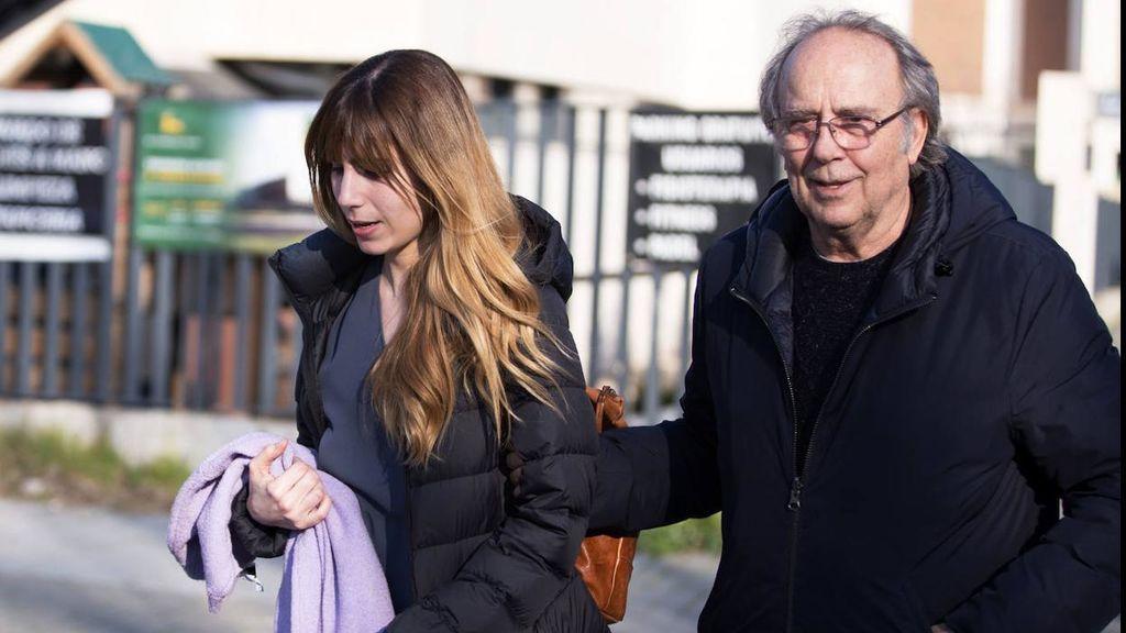 Carmela mantiene una estupenda relación con su padre y, también, con uno de sus mejores amigos, Serrat.