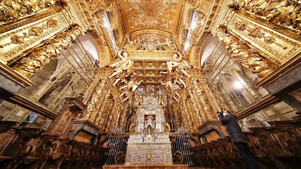 Fin a una década de obras: la Catedral de Santiago luce radiante a las puertas del Xacobeo