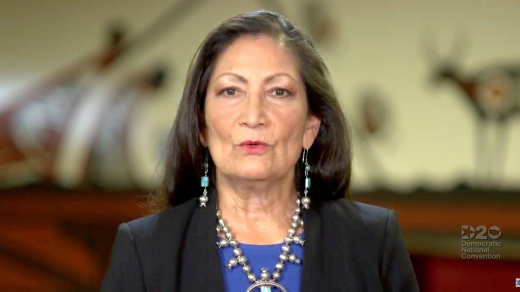Biden elige a Deb Haaland como secretaria de Interior, la primera nativa americana en ocupar el cargo