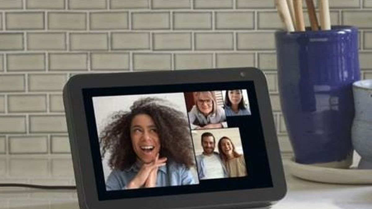 """""""Alexa, llama a mi familia"""": el asistente virtual de Amazon ya permite videollamadas en grupo"""