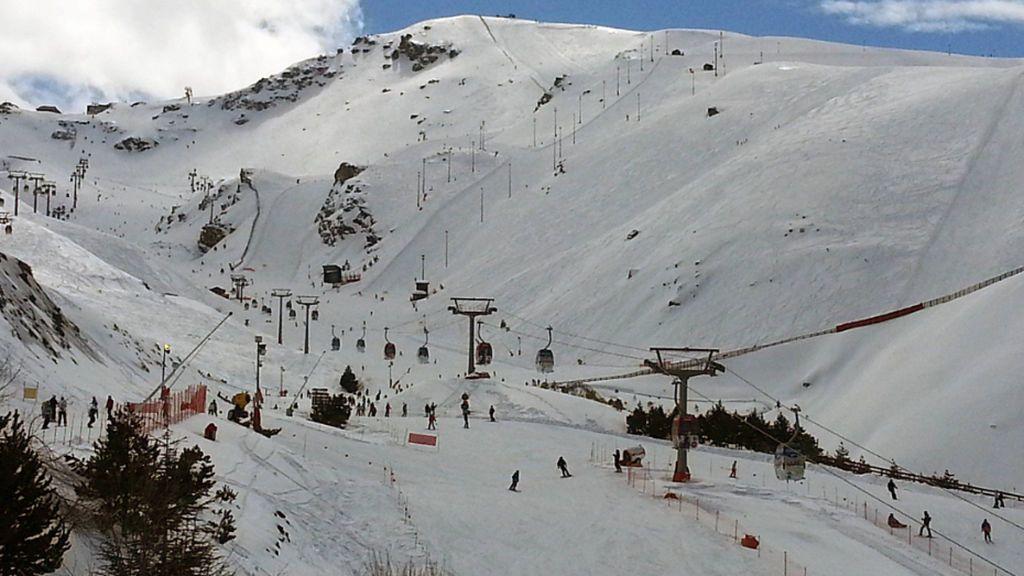 Sierra Nevada inaugura la temporada de invierno con un aforo limitado de 6.000 esquiadores