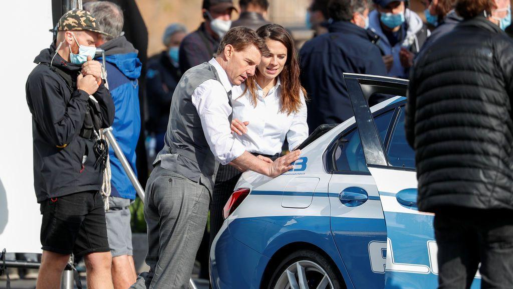 Tom Cruise y Hayle Atwell, en el rodaje de 'Misión Imposible 7'