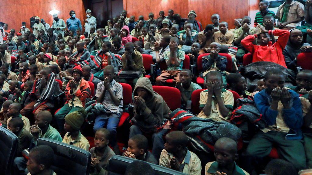 Alivio en Nigeria por el regreso a caso de los más de 300 estudiantes secuestrados por Boko Haram