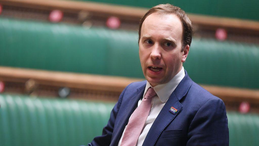 """Reino Unido reconoce que la nueva cepa de coronavirus está """"fuera de control"""""""