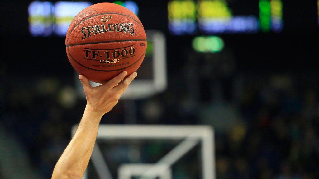 ¿Cuánto dura un partido de baloncesto y en que fases se divide?