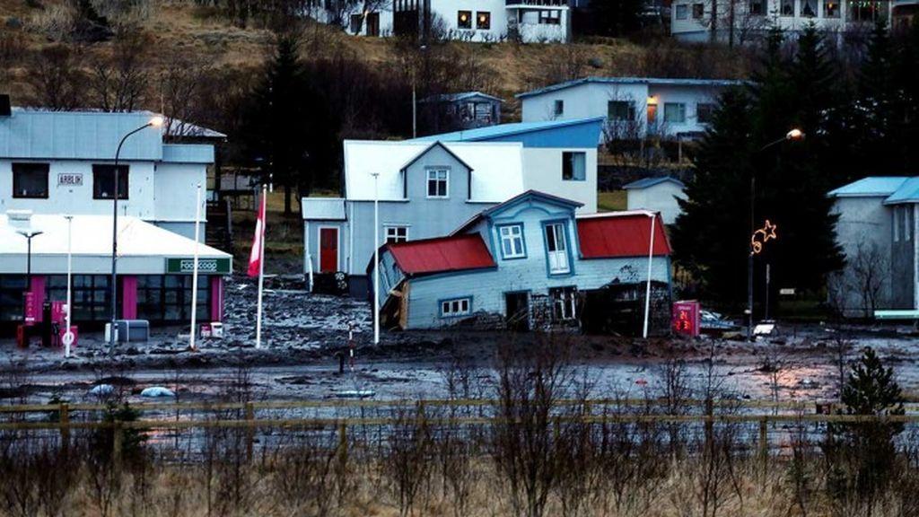extreme-rain-iceland-landslide-damages-house.jpg-nggid0521266-ngg0dyn-700x700x100-00f0w010c010r110f110r010t010