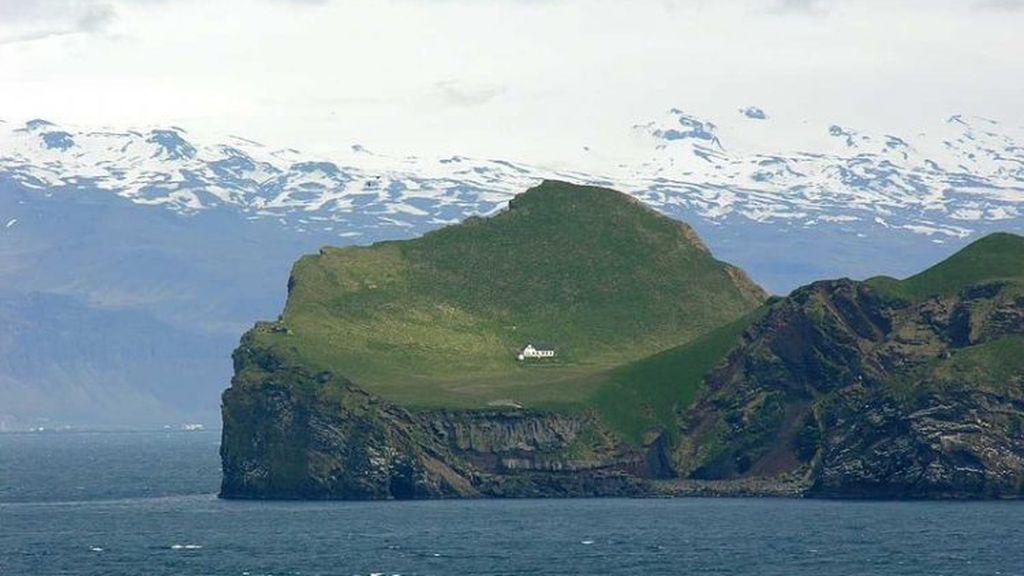 """La historia detrás de """"la casa más solitaria del mundo"""" en una misteriosa isla de Islandia"""