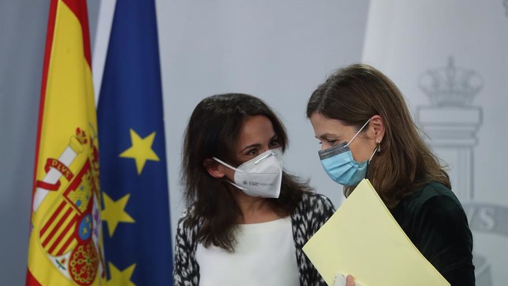 Sanidad asegura que la nueva cepa de coronavirus no tiene por qué modificar la efectividad de la vacuna