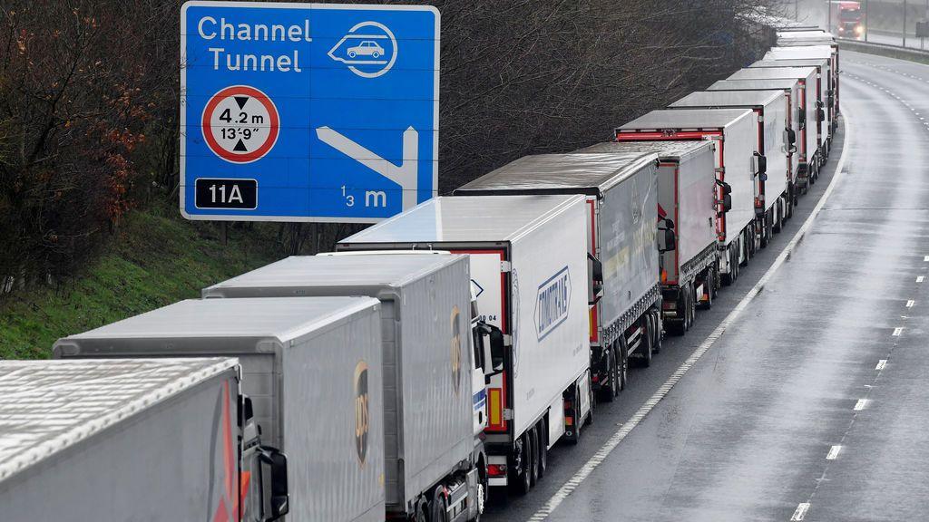 Temor al caos tras el cierre fronterizo entre Reino Unido y Francia: los transportistas piden una solución