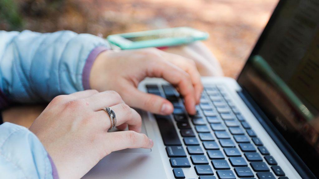 ¿Cómo celebrar la Navidad 'online'?: videollamadas, compras virtuales y listas de regalos