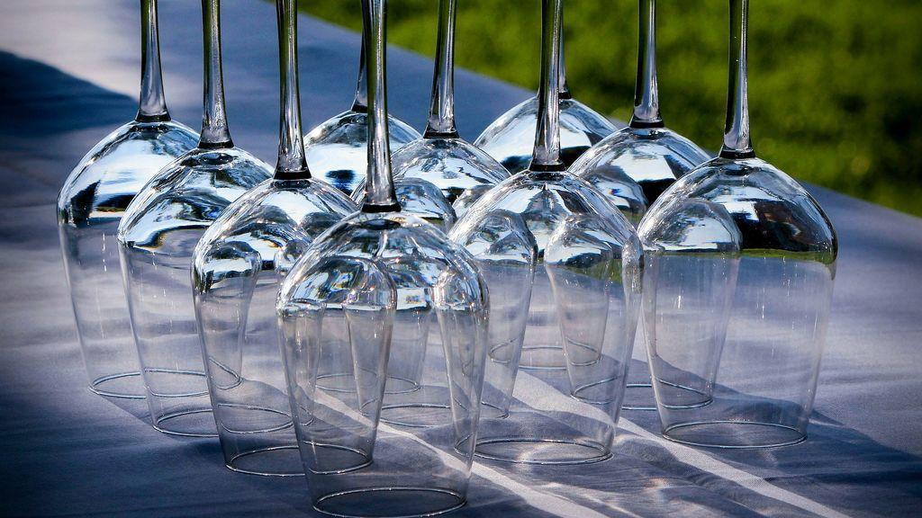 Limpiar las copas de cristal es una sencilla. ¡Pero tiene truco!