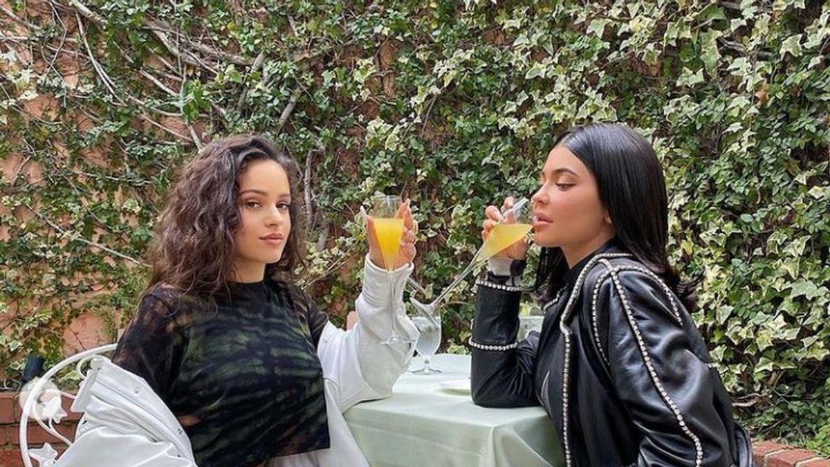De fiesta con las Kardashians: así es la amistad entre Rosalía y el clan de hermanas más famoso de la televisión