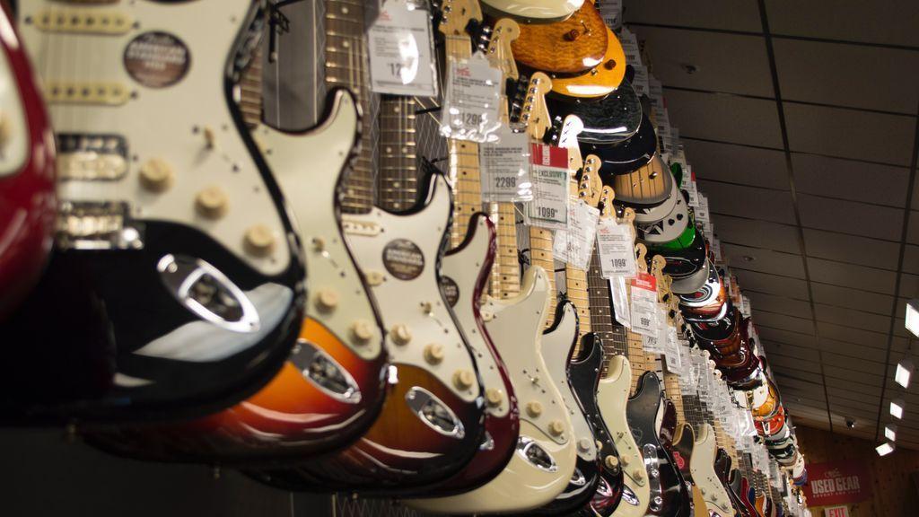 El rocanrol en peligro por el cambio climático: escasea la madera para fabricar guitarras