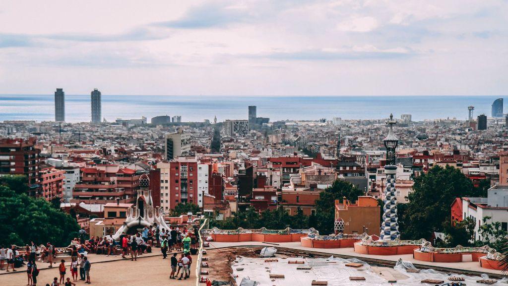 La pandemia da una tregua a Cataluña, aunque suma dos millares de nuevos contagios