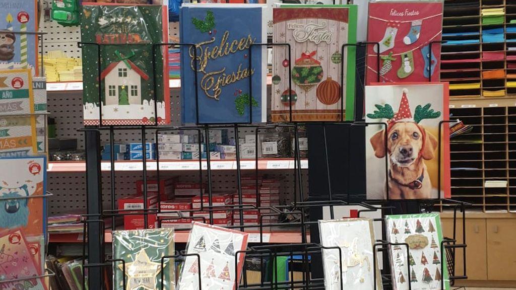 Postales de Navidad en una papelería de A Coruña