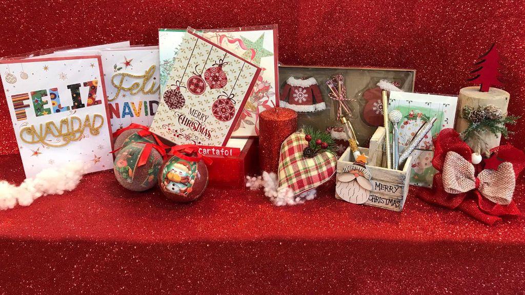 En la papelería Cartafol, en Lugo, las postales más vendidas son las que tienen motivos navideños.