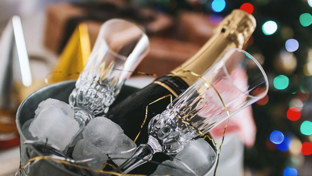 Lo llevas haciendo toda la vida mal con el champán: mejor con los aperitivos que con el postre