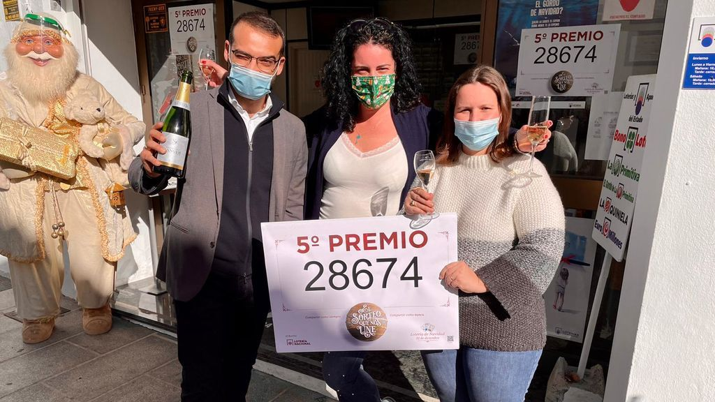 Paga una comida con un décimo y toca: el trueque que deja 6.000 euros en un restaurante de Málaga