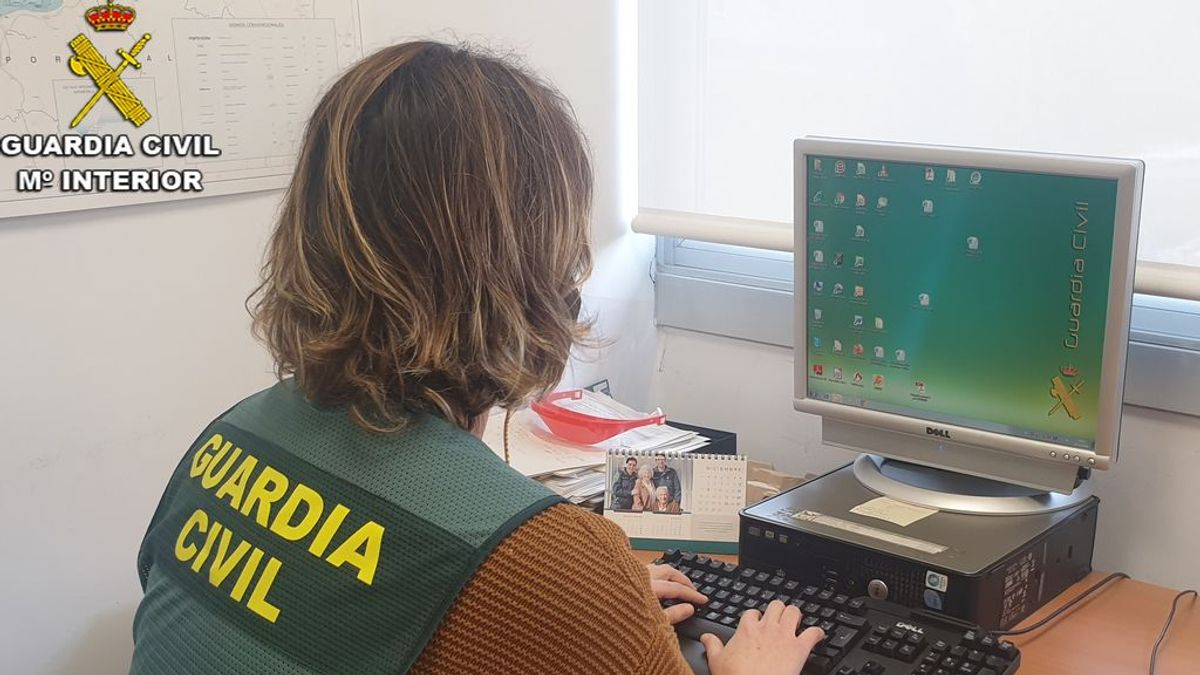 Un hombre es detenido por contratar sicarios a través de Internet para matar a su expareja