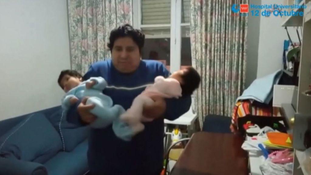 Orlando, un paciente ingresado 44 días por coronavirus, se recupera a tiempo para pasar la Navidad con sus siete hijos