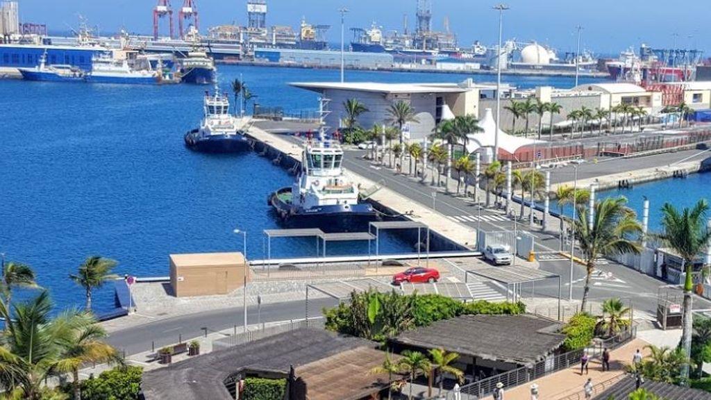 Tres desaparecidos en el incendio de un carguero atracado en el puerto de Las Palmas