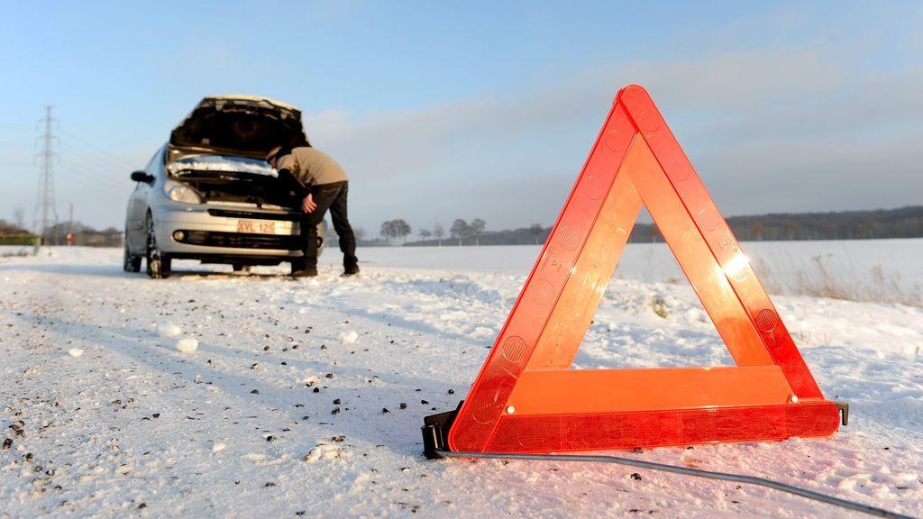 Kit nieve: básicos para la conducción con tiempo invernal que te pueden salvar la vida