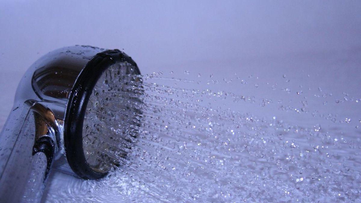 De ducha a ducha: estudian un posible contagio de covid por aerosoles en varias plantas de un edificio