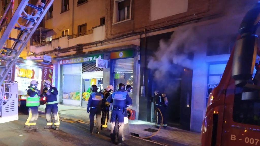 Seis heridos, uno de ellos grave, tras un episodio de maltrato familiar con un incendio en una vivienda de Pamplona