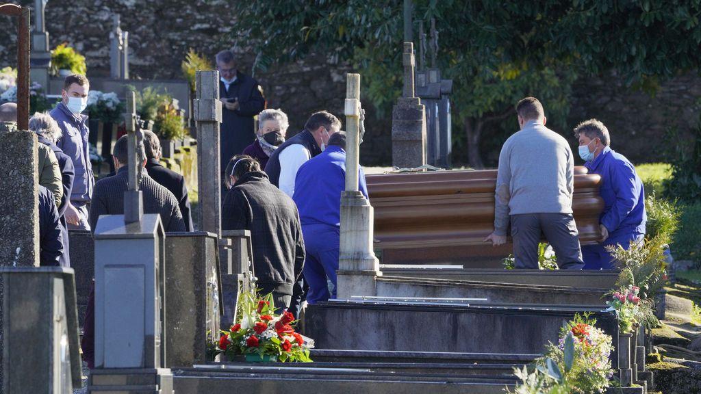 Rosario Porto, madre de Asunta, enterrada en el Cementerio de Boisaca de Santiago ante una docena de personas