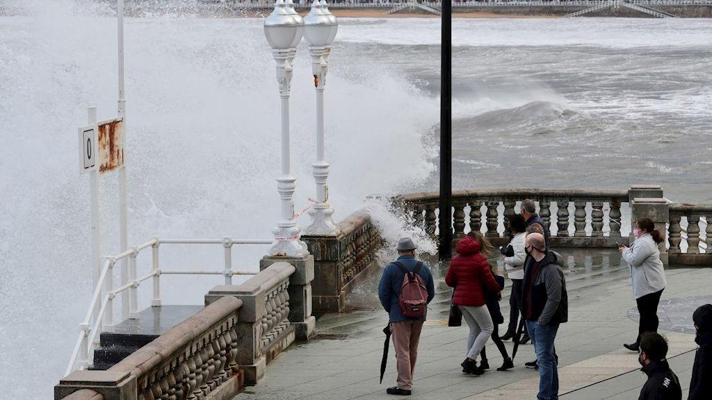 La borrasca Bella dejará precipitaciones y fuerte viento y oleaje en casi toda España hasta el miércoles