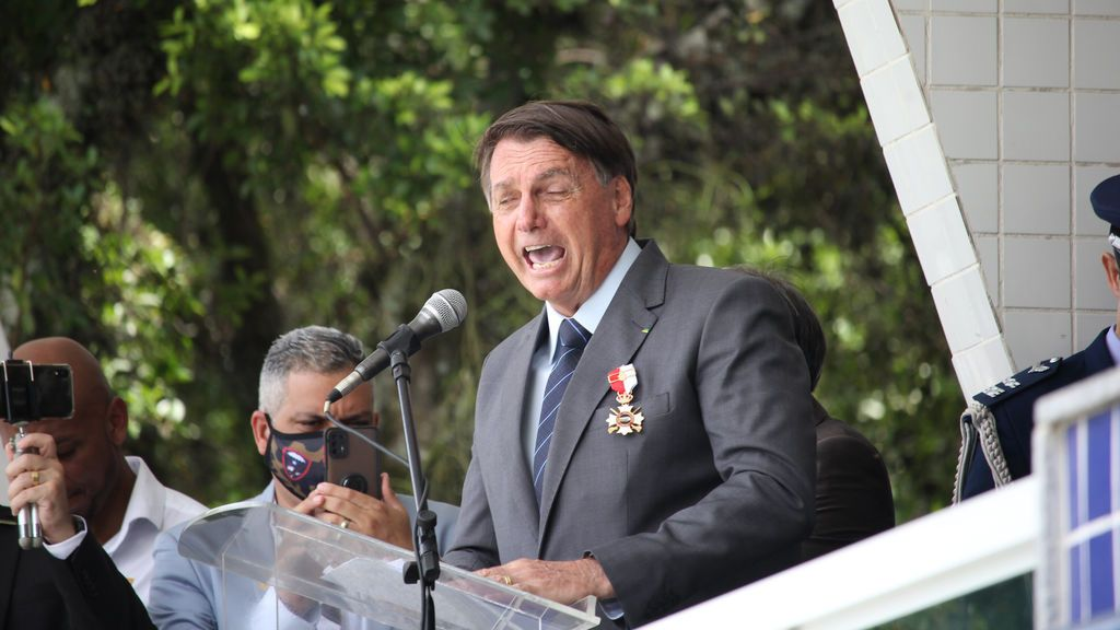 Bolsonaro asegura no sentirse presionado por no tener plazo para vacunación en Brasil