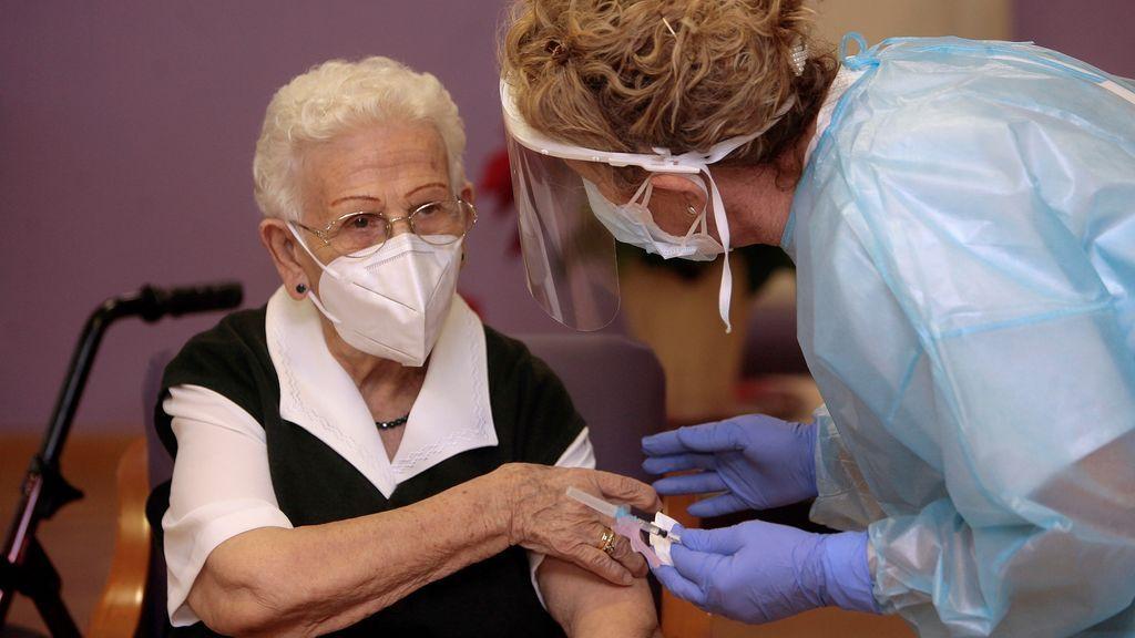 Araceli Hidalgo, la mujer de 96 años y granadina que ha recibido la primera vacuna en España
