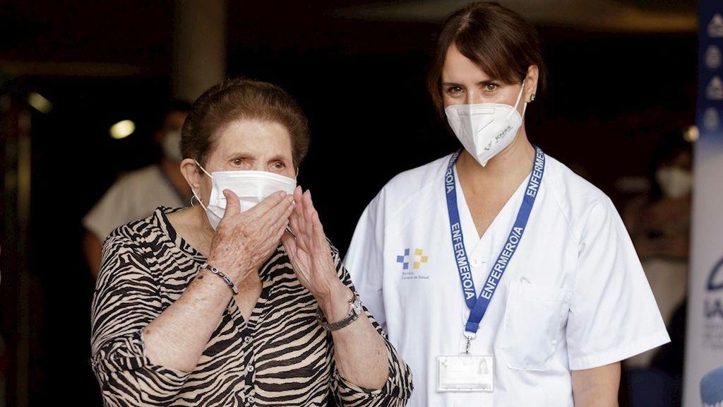 Doria Ramos González, de 84 años, primera persona en Canarias en recibir una dosis de la vacuna contra el Covid-19