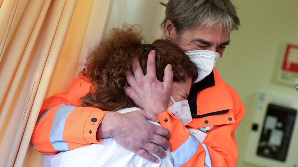 """Emoción en las primeras vacunaciones contra la covid-19 en Europa: """"Un día histórico"""""""
