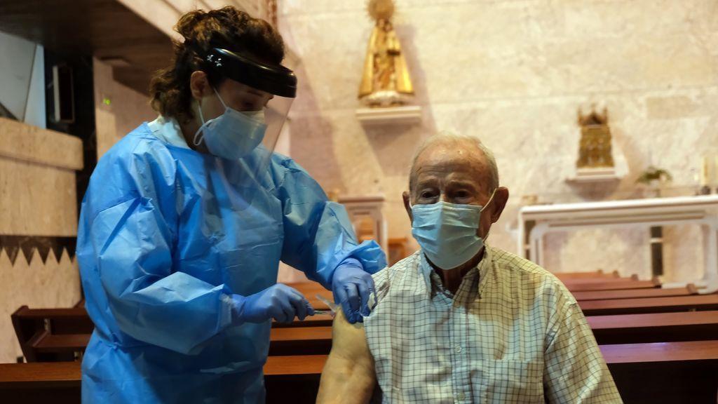 Primer día de vacunación contra la Covid en España, en imágenes