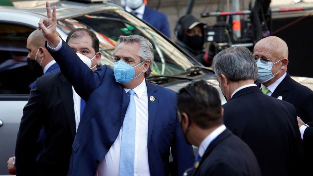 """El presidente de Argentina muestra su agradecimiento """"eterno"""" a Putin  por su ayuda sanitaria"""